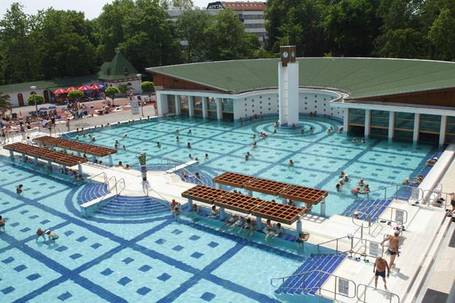 ametiszthotel: Hakányi Gyógyfürdő látkép