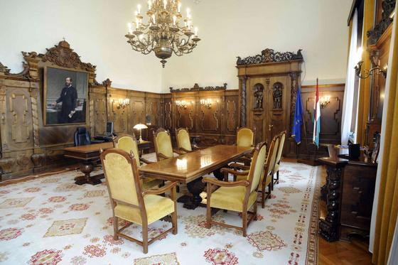Fwd: parlament