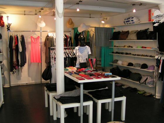 Rafinált ruhák - boltbejárás a Látomásban - Budapest Butik 09360dbd54