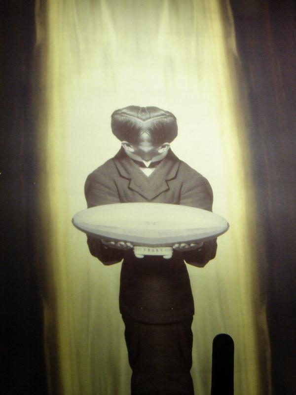 UFO mögött neon