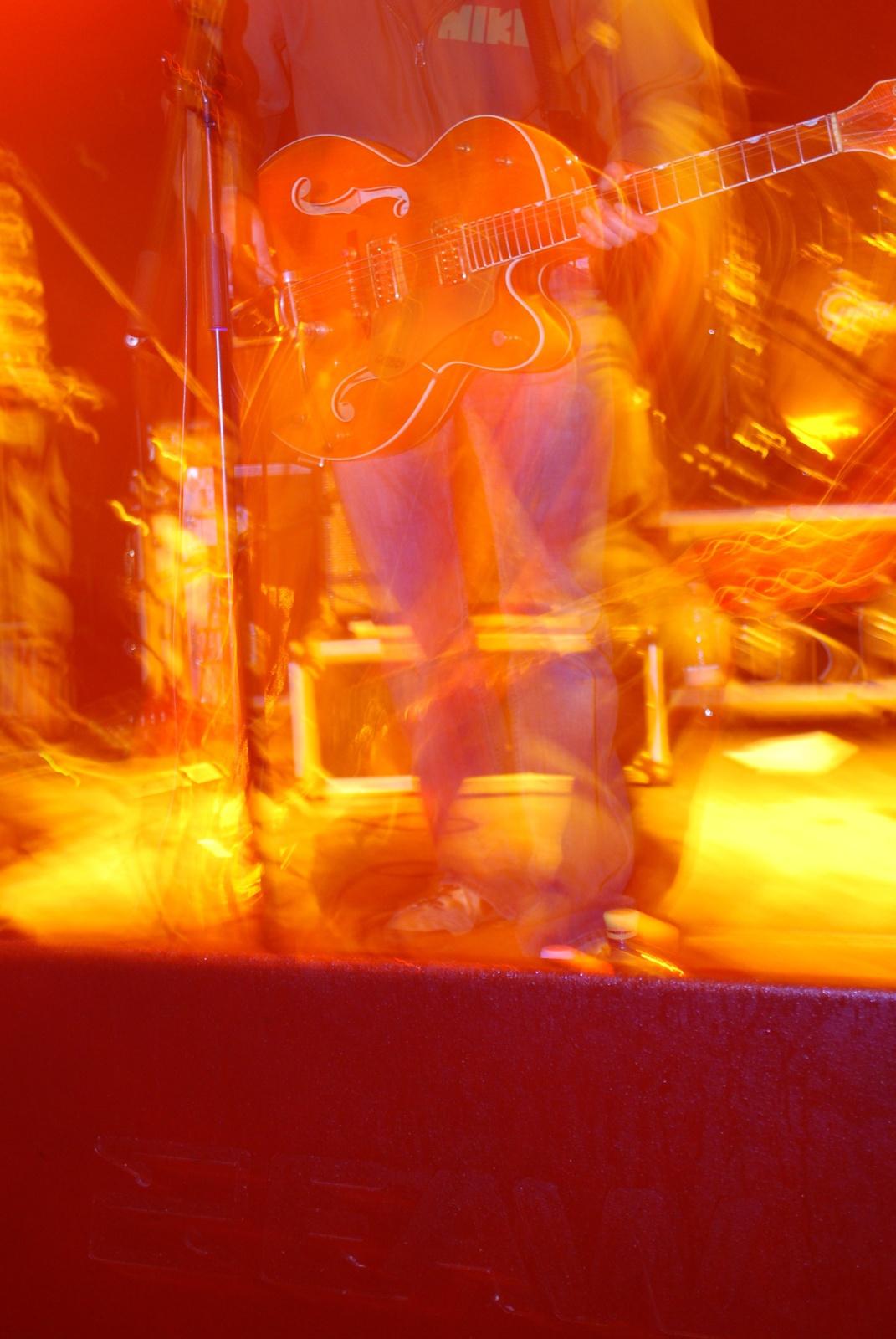DSC 4044 tibi gitárja