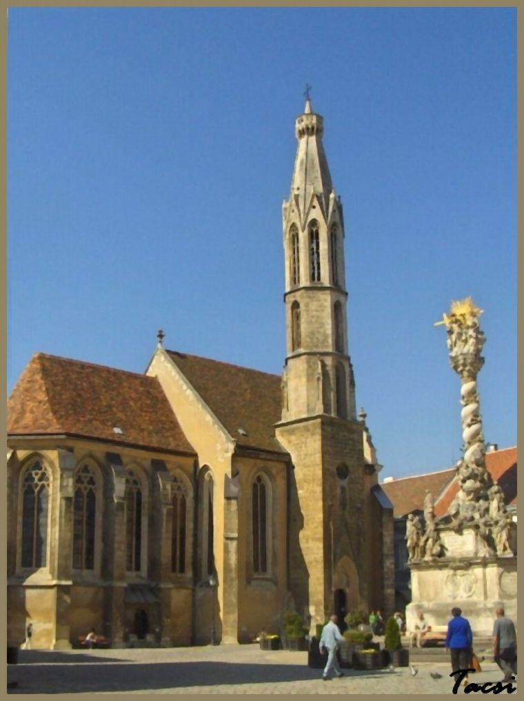 Sopron, Kecske templom és Szentháromság szobor