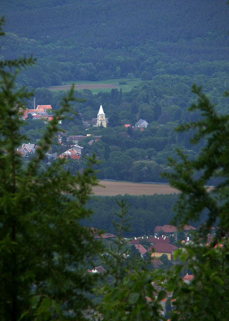 Messze, messze, templomtorony