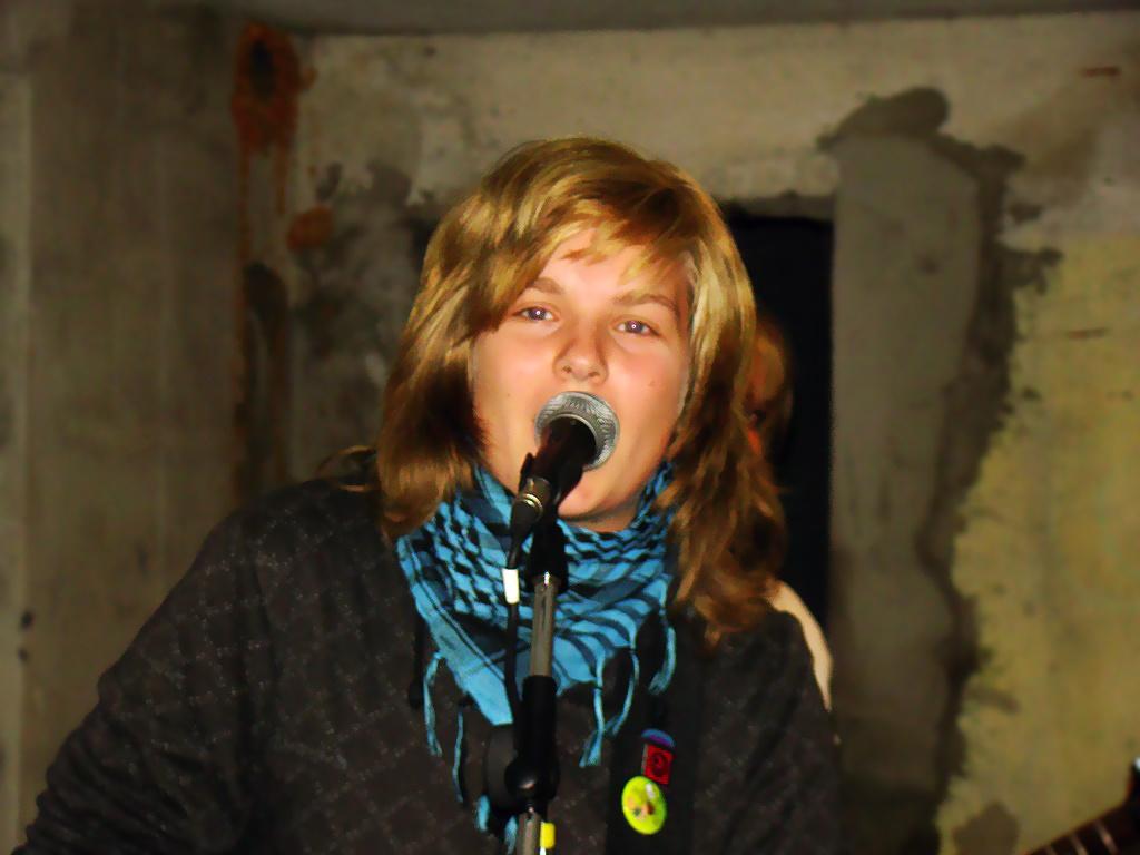 Nóri is énekel