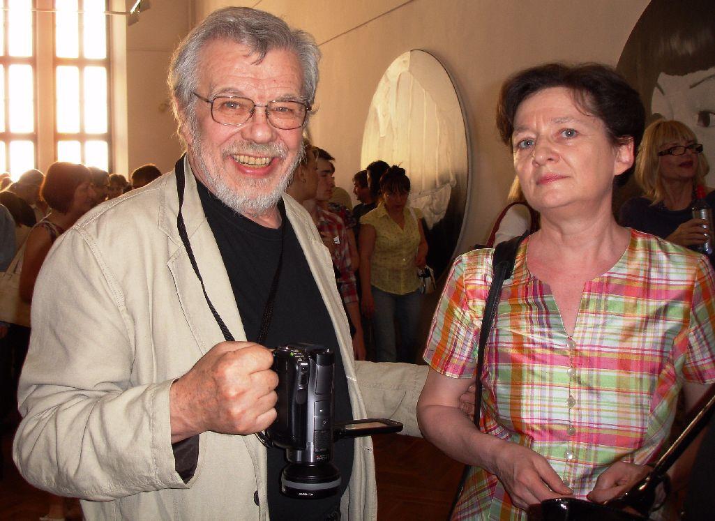 László- (77)